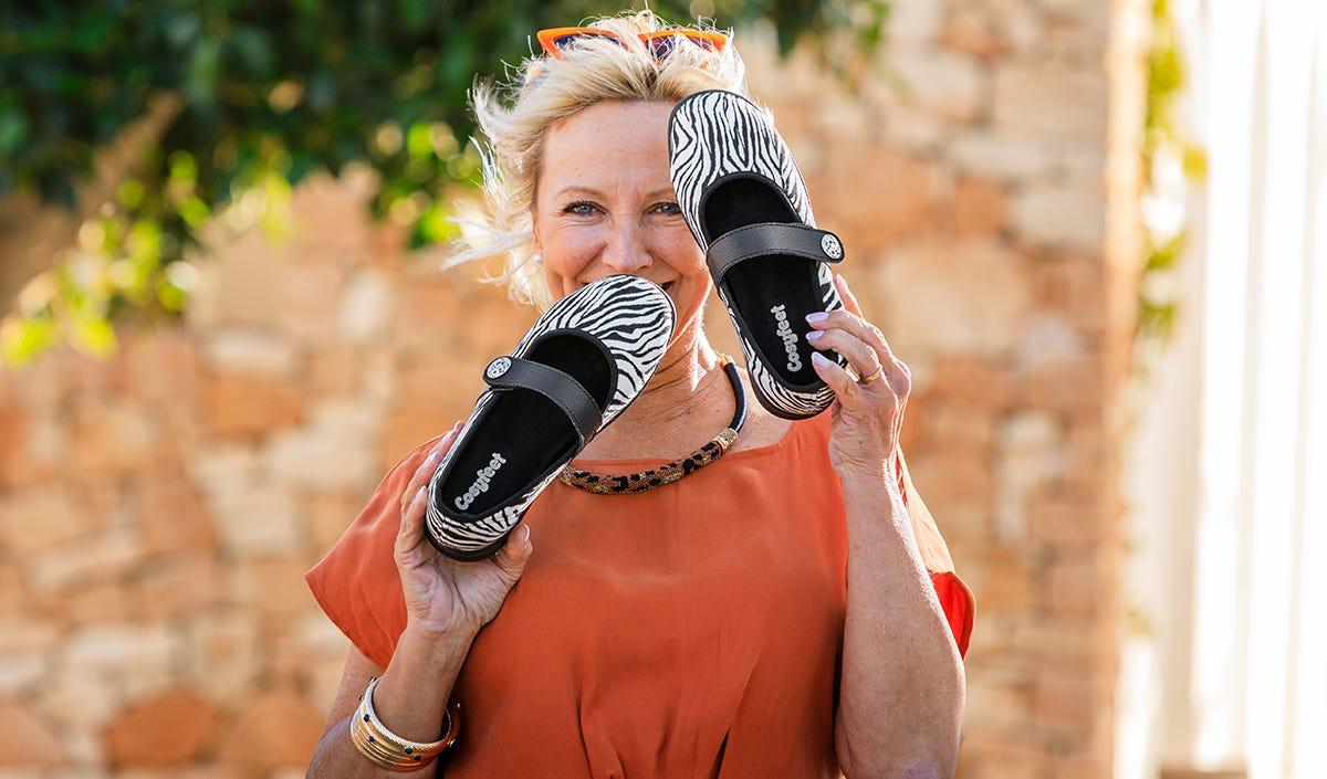 Woman holding Cosyfeet Koryl shoe