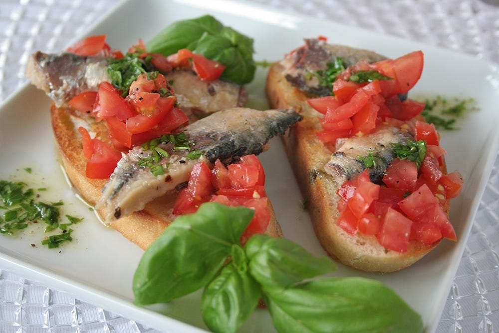 Sardines on bruschetta with crème fraiche