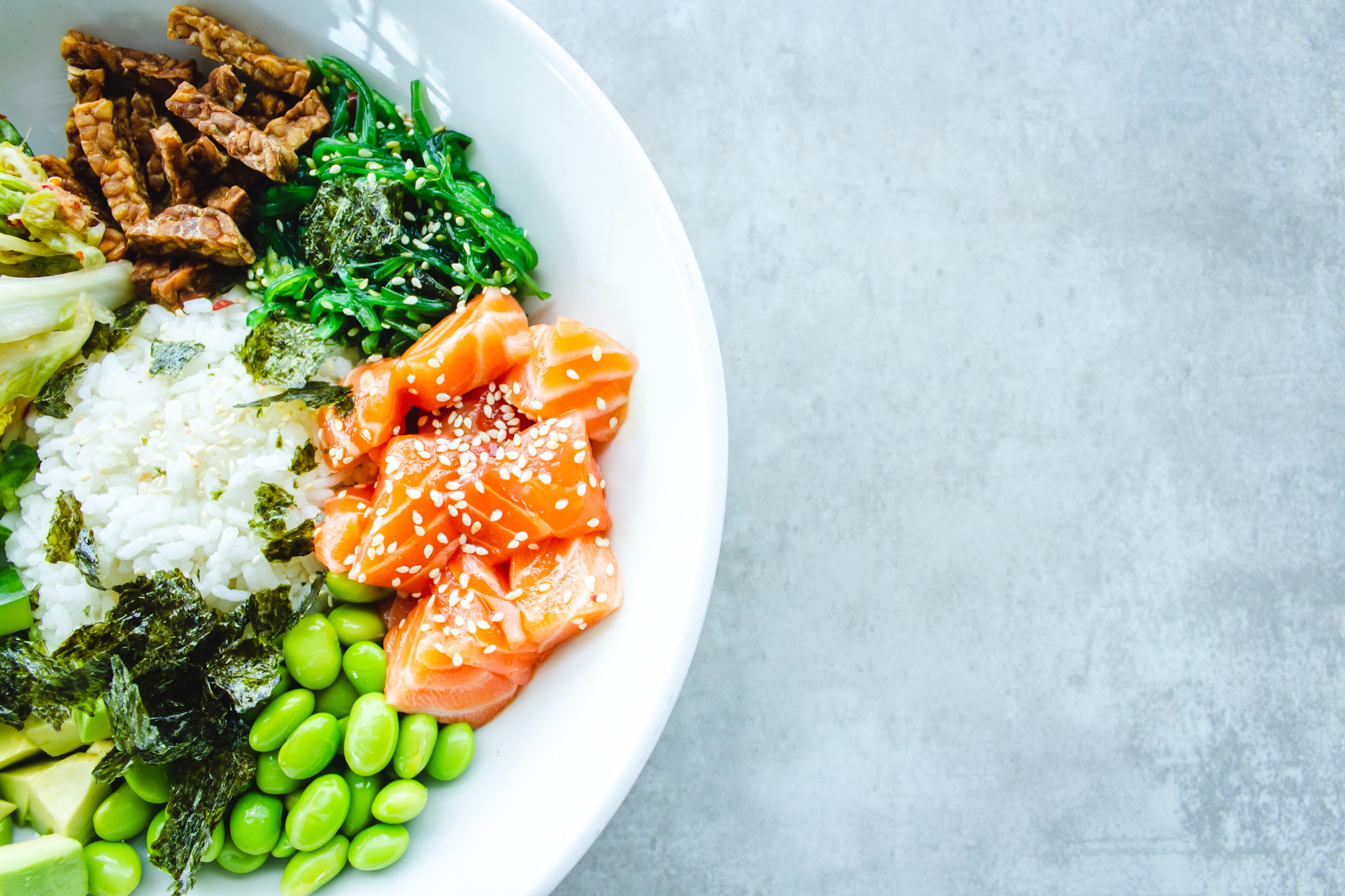 A healthy balanced meal with salmon and vegetables