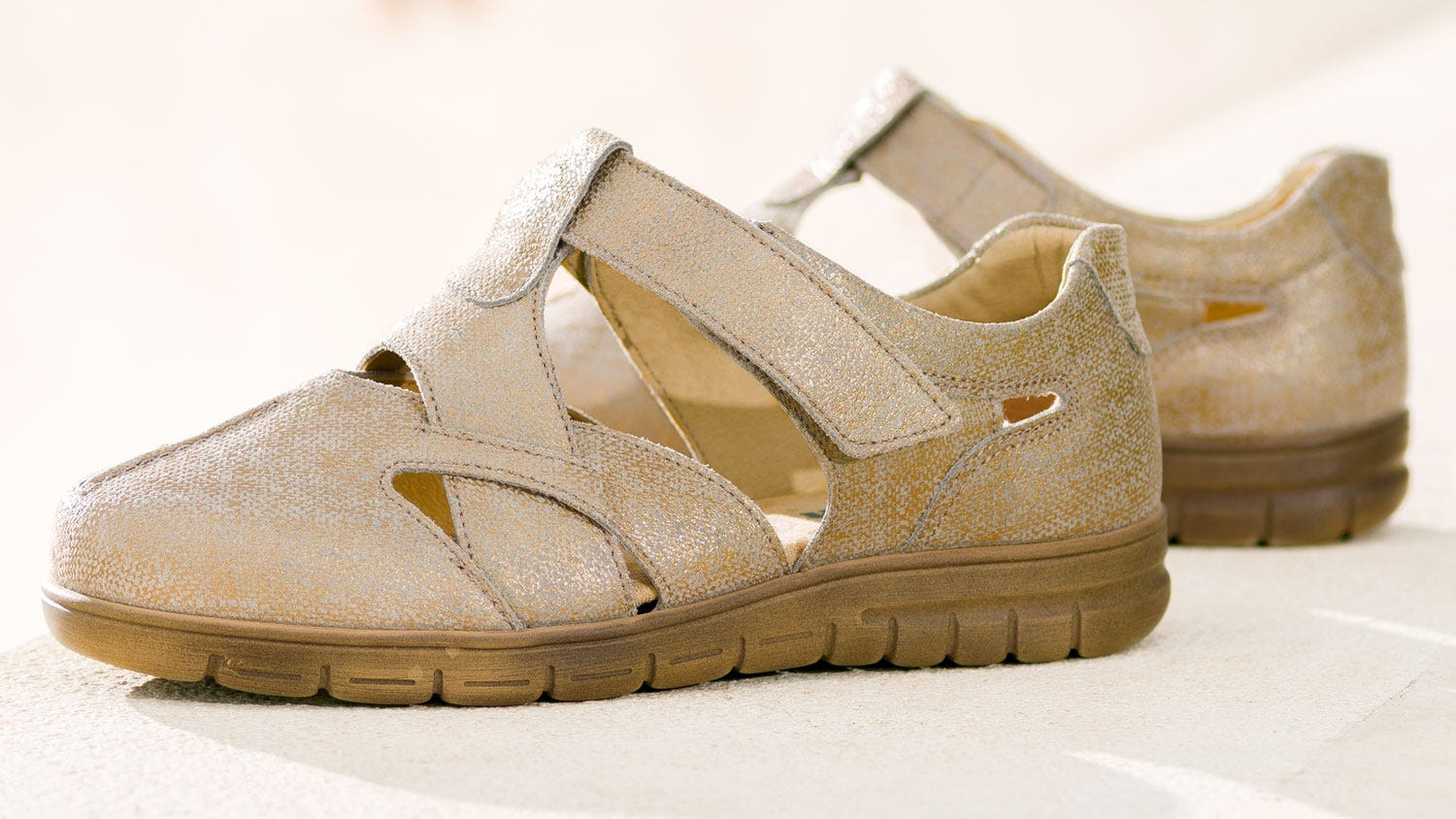 Francesca gold extra roomy sandal