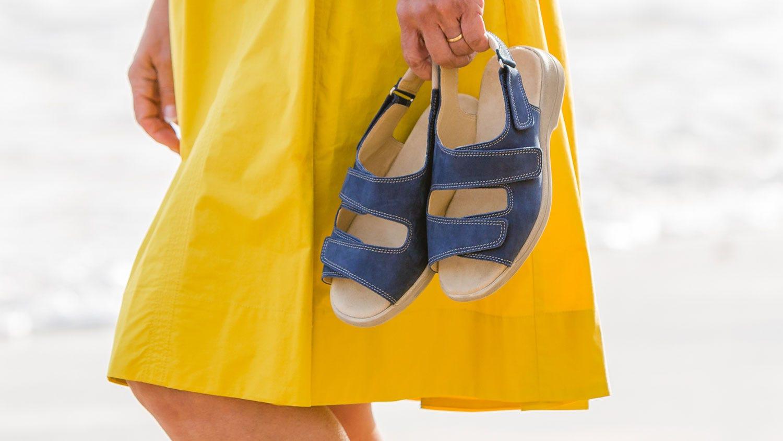 Extra roomy sunny sandal
