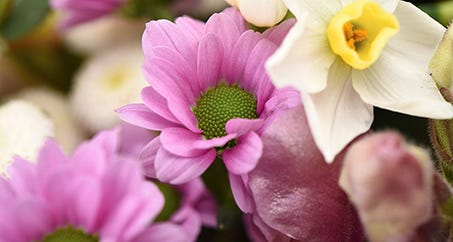 Create a stunning spring bouquet